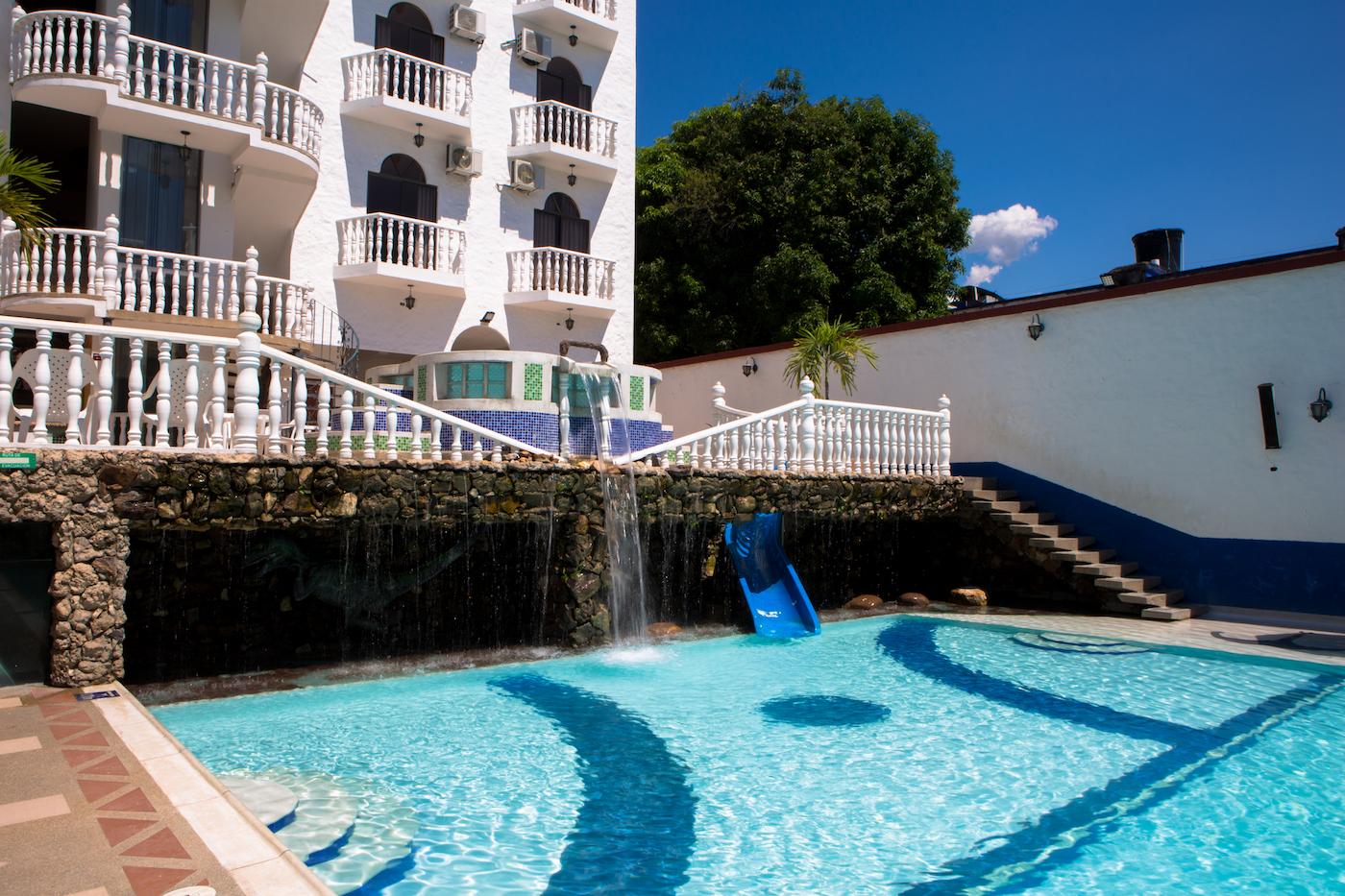 jacuzzi-hotel-anamichu-suites